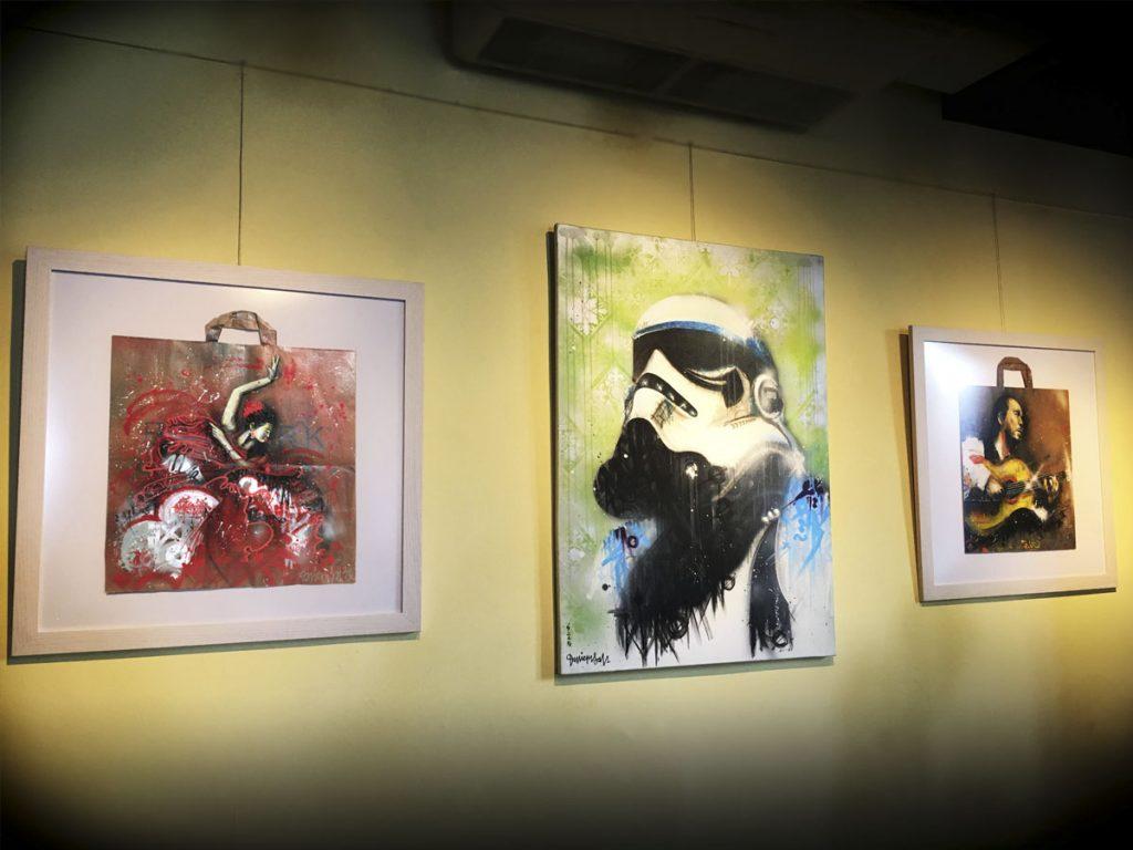 Expo en Lacaña con lienzos y bolsas kraft graffiti de Danieru San.