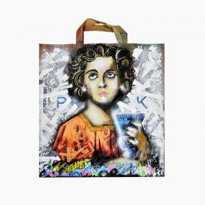 Ángel de la colección de Sacro Graffiti. Pintado en tecnica mixta sobre bolsa kraft reciclada. EmbolsArte.